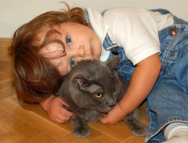 nina-con-gato